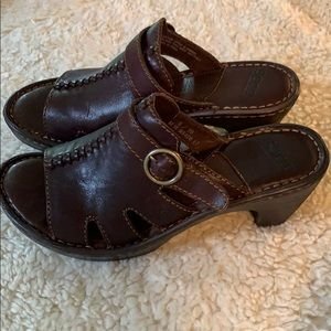 Born sandals. Brown leather. Never worn.
